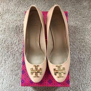 Tory Burch Raleigh 70MM patent beige pump size 8.5